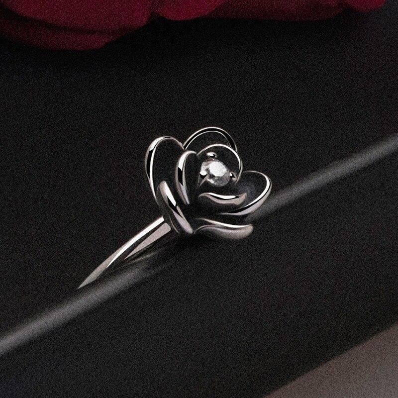 Anneaux gothiques simples de fête de fleur pour des femmes avec la bague de fiançailles noire d'acier inoxydable pour la partie de fille meilleur bijoux de cadeau Anillos